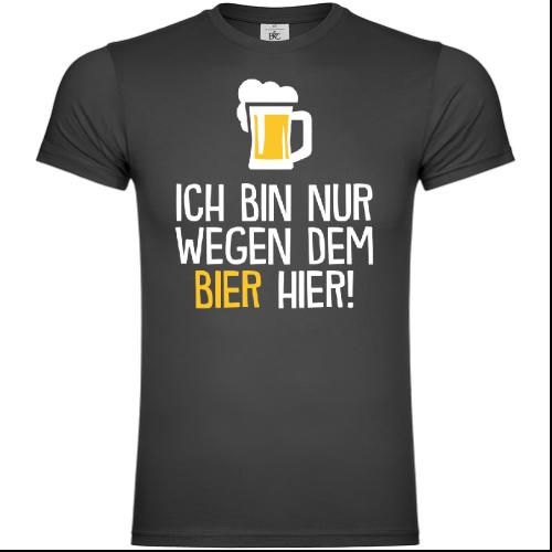Ich bin nur wegen dem Bier hier T-Shirt