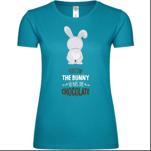 Follow The Bunny He Has The Chocolate Frauen T-Shirt